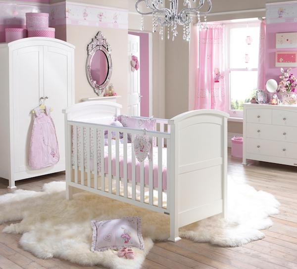 Pintar o quarto do bebê com cores claras.